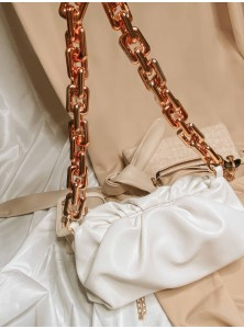 Zylie Chunky Chain Shoulder Bag in White